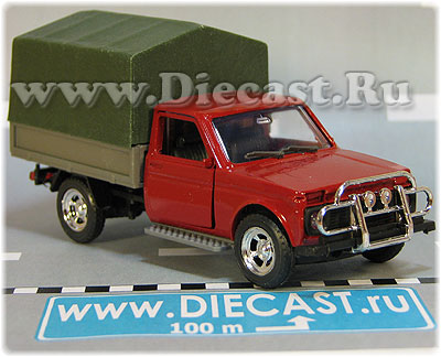 VAZ Lada Niva 2121 FVK 2302 4x4 Russian Pickup Red Green Canvas Top 1:43